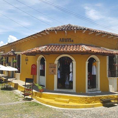 CASA DE LA ABUELA GiftShop - Café - Petit Hotel