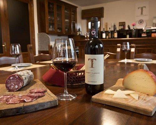 La nostra vendita diretta e le degustazioni dei nostri vini vi sorprenderanno!