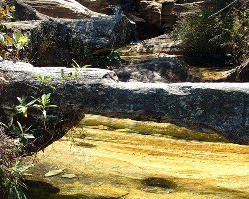 Detalhe do curso d'água pelas pedras