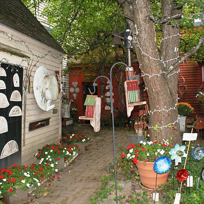 The courtyard leading to the entrance of the shop
