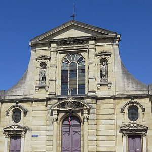 Фасад церкви Сен-Морис при колледже иезуитов
