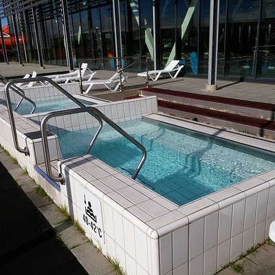 A nice 50m swimming pool with hot tubs both in and outside.  Also a nice steambath, children poo