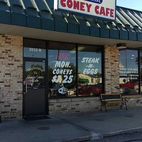 Great lil cafe for breakfast and lunch. Coneys are top notch Michigan style.