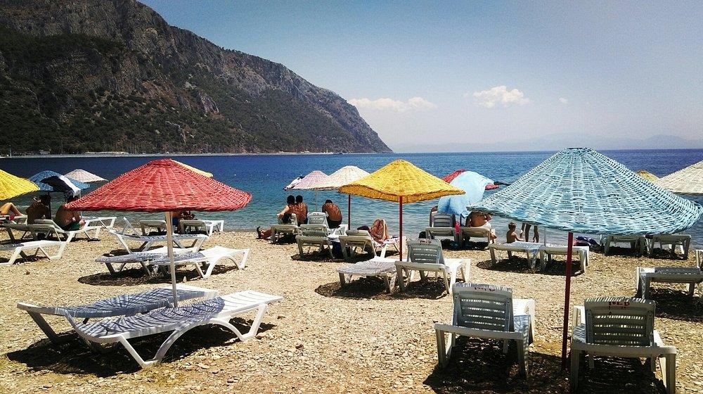 Ören Plajı'nın çakıllı plajı ayaklarınızı biraz acıtsa da, suyu muhteşemdi.