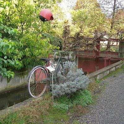 Installazione artistica sulla ciclabile