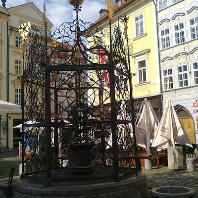 Male Namesti fountain, Прага, Чехия