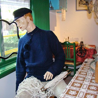 The Dutch fisherman - We learn why they wore a gold ear ring