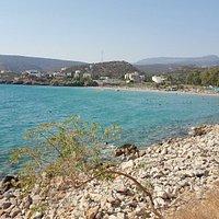 Spiaggia vista da passeggiata a mare