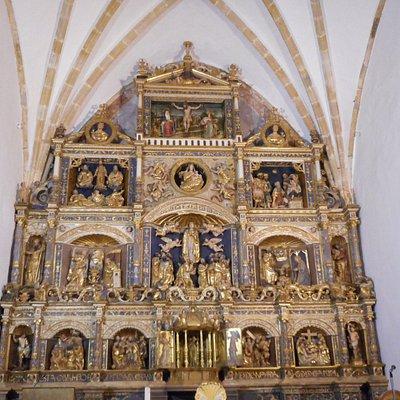 Vista general del retablo del altar principal
