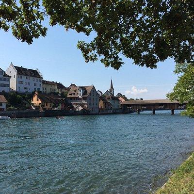 Blick vom Rheinuferpark auf Diessenhofen
