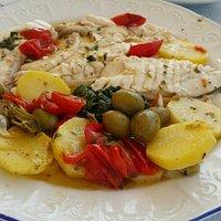 un'orata di mare da 1kg e100g..con  verdure di Gallipoli....ottima