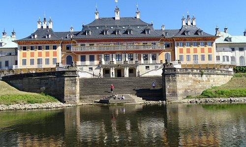 Schloss von der Wasserseite