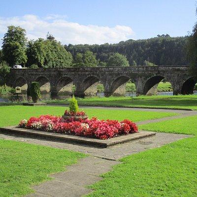 10連の橋と公園