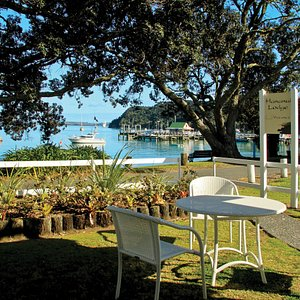 Hananui Lodge, located right on Russell's waterfront