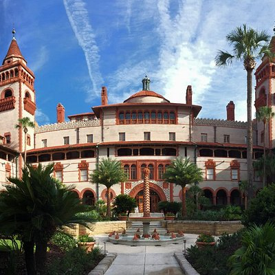Flagler College's courtyard