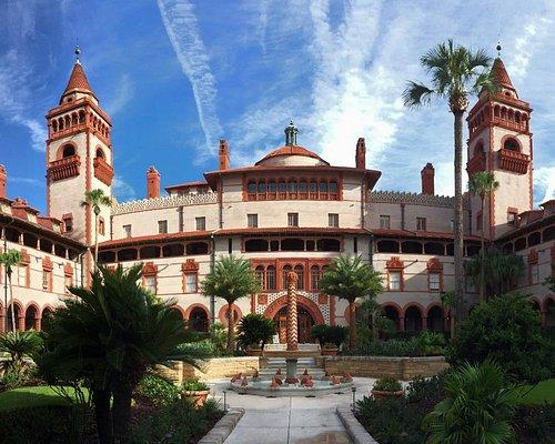 Flagler College's courtyard