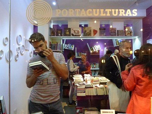 En PoEn Portaculturas encontrás libros especialmente elegidos, arte en pequeño formato... bellez