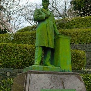 山田顕義の像