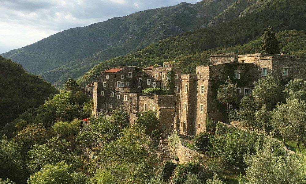 La vista di Colletta di Castelbianco dal parcheggio