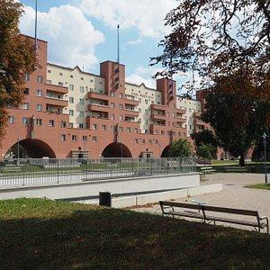 Toujours à Heiligenstadt, encore plus près du centre, a été construit le plus bel ensemble prolé