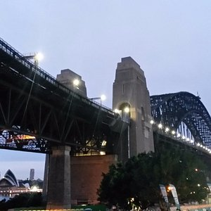The harbour bridge waiting to be invaded by runners.