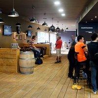 Espace bar et restauration à l'UrbanSoccer Guyancourt
