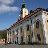 Nyköpings turistbyrå ligger i det gamla Rådhuset som ursprungligen byggdes 1783.