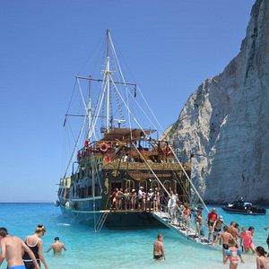 Остановка пиратского корабля в бухте Наваджио