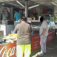 Da lunedì scorso hanno messo anche patatine fritte e frittura di pesce buonissima