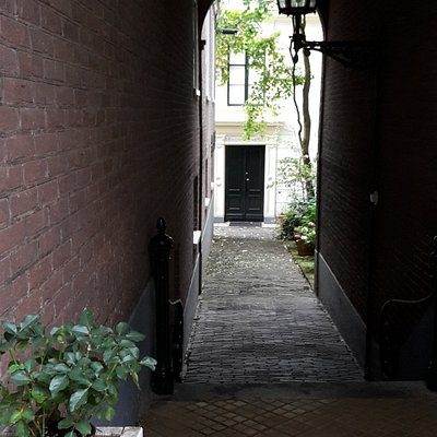 romantic path to the real entrance