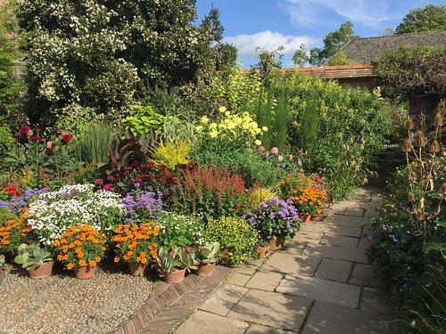Just like my own garden.... I wish