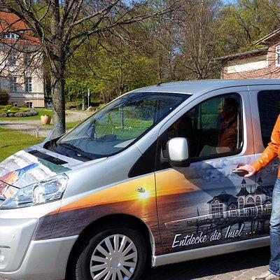 Reiseleiter Sven führt mit seinem Kleinbus bis zu 7 Fahrgäste über die Insel Rügen und Usedom