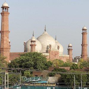 Badshahi Mosque by day