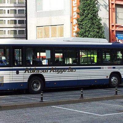 深夜バスや貸切バスに使われているタイプの車両