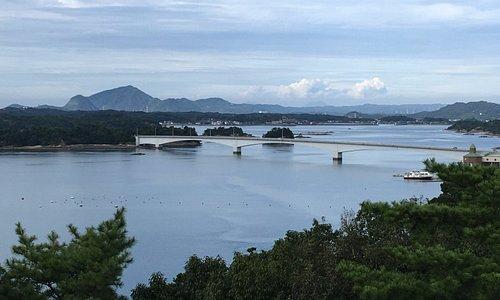 4号橋と多島海、奥の山は三角半島
