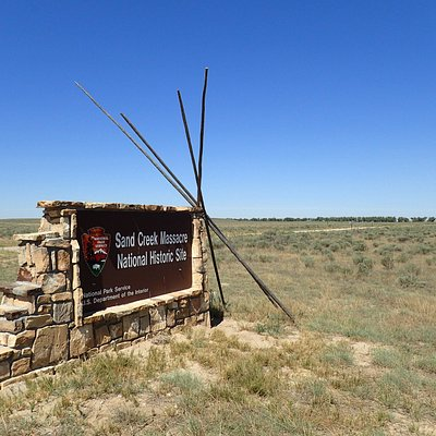 Entrance monument evokes the Cheyenne who died here