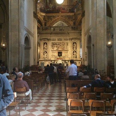 Dentro la Basilica