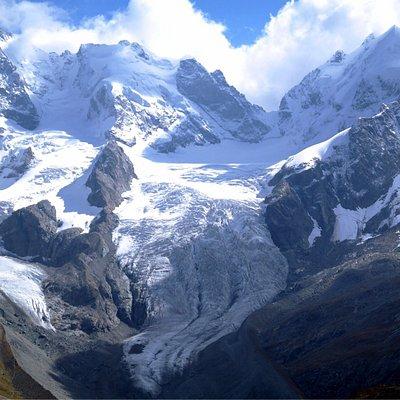 Piz Bernina (left) 4049 m & Piz Roseg (right) 3937 m. Tschierva Glacier