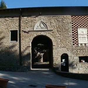 Ecco come si presenta oggi l'entrata dell'antica badia di Moscheta.