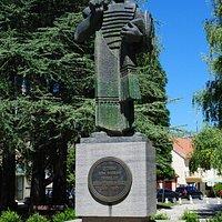 Памятник основателю Цетинье Ивану Црноевичу