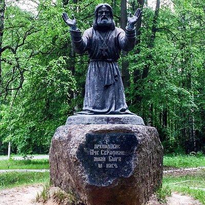 Памятник Преп. Серафиму Саровскому