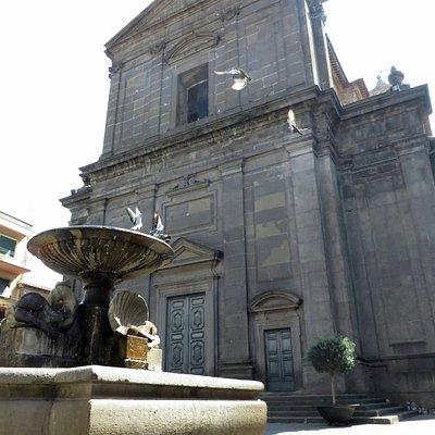 fontana e facciata