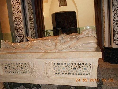 Il monumento agli amanti di Juan de Avalos (2)