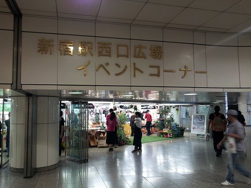 新宿駅西口広場イベントコーナー入口