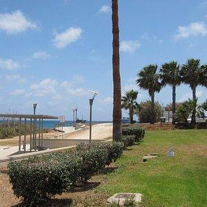 пешеходная тропа вдоль пляжа