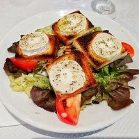 Salade au chèvre chaude