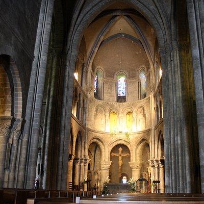 Vue générale sur le choeur d'Avesnières