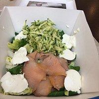 Insalatona salmone, zucchine, philadelfia