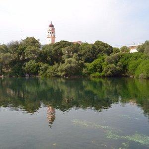 Karavomilos Lake