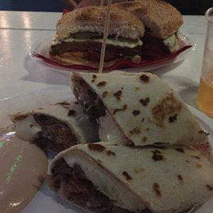 Piadina e panino hamburger